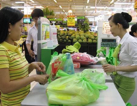 Người tiêu dùng quen xài túi nilon